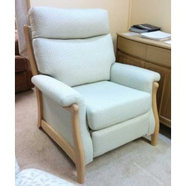 SHOWROOM CLEARANCE ITEM - Cintique Richmond Manual Recliner Chair