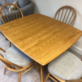 SHOWROOM CLEARANCE ITEM - Ercol Furniture Windsor Table and 4 Chairs - Models 1192 and 1877