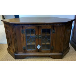 SHOWROOM CLEARANCE ITEM - Old Charm TV Unit with doors - Model 2633