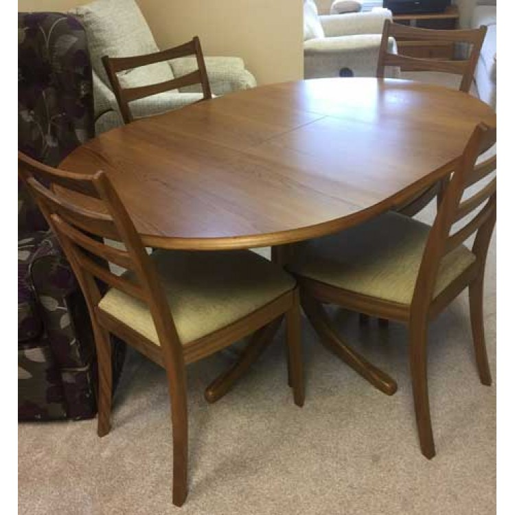 showroom clearance item sutcliffe dining set of table and 4 chairs